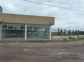 ALQUILO SALON COMERCIAL 200 m2 FRENTE ROTONDA DE LA VIRGEN
